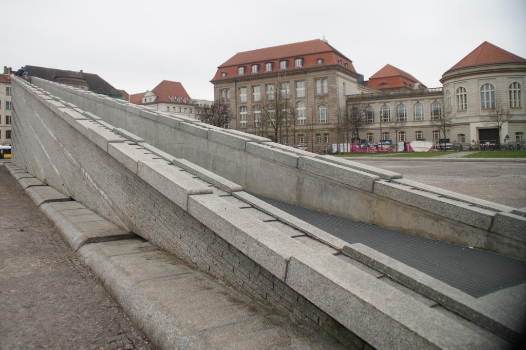roberta caldas sinking wall