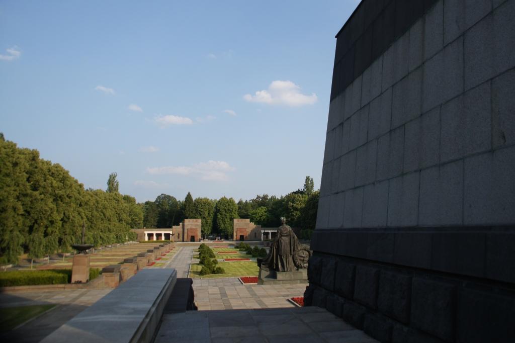 schönholzer heide soviet memorial roberta caldas